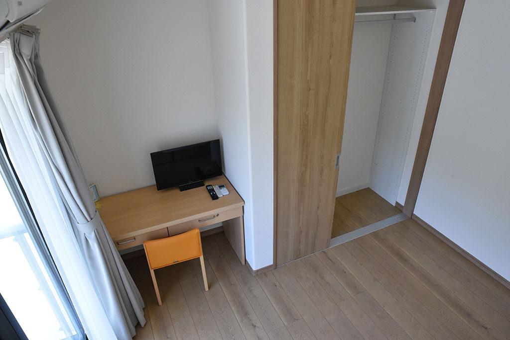 居室(机と椅子)